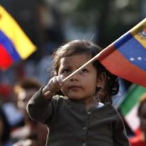 Maduro assume l'incarico e resiste