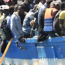 Migranti, Prc: «Il vero trafficante si chiama Matteo Salvini»