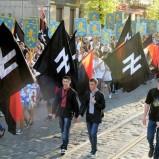 L'Italia di Renzi e Gentiloni non condanna il neonazismo