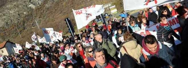Alta velocità, Ferrero a Bussoleno coi No Tav sottoposti a misure cautelari per aver difeso la valle dalla barbarie degli affaristi