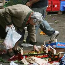 Povertà – PRC: «Dati Istat micidiali. Ci vuole il reddito minimo e un piano per il lavoro, NO alla Flat Tax!»