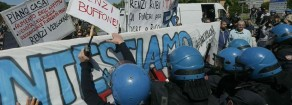"""Pisa: """"Renzi non c'è ma botte e manganelli non li fa mancare mai"""""""