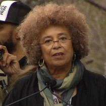 Intervento di Angela Davis alla Women's March anti-Trump, Washington 21 gennaio 2016