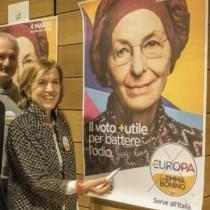 Acerbo denuncia Emma Bonino per propaganda illegale nel cuore di Roma: i posti in parlamento le sono stati garantiti dal Pd, non ha bisogno di pannelli luminosi…