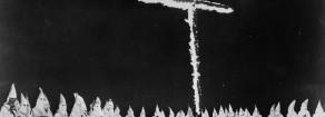 Crocifisso: Salvini erede di Mussolini e del Ku Klux Klan