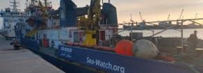 Migranti, la Sea Watch 3 ferma al porto di Catania «Cambio del molo». Ancora in attesa di permessi