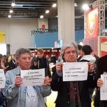 Torino – Ferrero: Via i fascisti dal Salone del libro. Molto applaudito il flash mob di Rifondazione Comunista