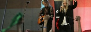"""La compagna Patti Smith ai manifestanti in Cile: """"Sono con voi"""""""