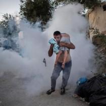 Incendio nel campo di Moria a Lesbos, muore una bambina di 6 anni. Unione Europea agisca per evacuare i profughi