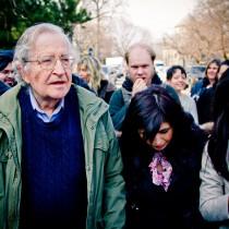 Noam Chomsky: supereremo la crisi del coronavirus, abbiamo però davanti crisi più serie
