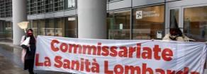 Rifondazione: Befane comuniste portano carbone alla Regione Lombardia