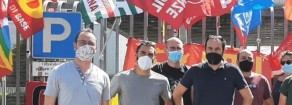 Maurizio Acerbo oggi davanti alla GKN, con il Partito della Rifondazione Comunista