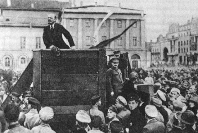 Lenin-Trotsky_1920-05-20_Sverdlov_Square_(original) (1)