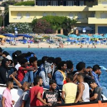 Rifondazione Comunista: Musumeci. se i migranti sono in hotspot e inadeguati centri di accoglienza, se la prenda con i veri responsabili o taccia.